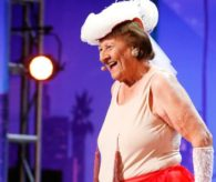 90 Yaşındaki Kadın Striptiz Yaptı
