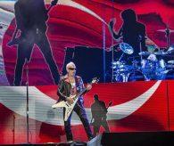 Türk Bayrağı önünde Scorpions konseri İstanbulluları coşturdu!