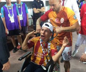 Sneijder insanlık dersi verdi !